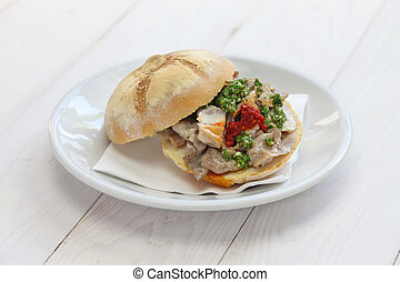 lampredotto sandwich, italian food, panino di lampredotto