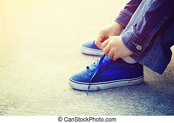 Skateboarder, Manos, Atar, cordón,