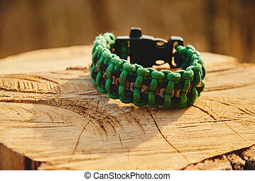 Green bracelet paracord - Bracelet paracord on a tree trunk...