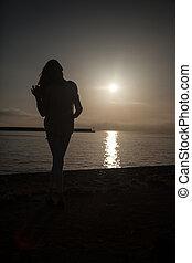 Beautiful girl on vacation. - Romantic young woman posing...