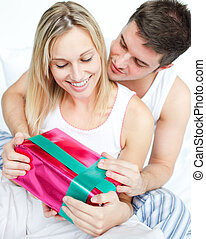 Dar, novia, el suyo, regalo, hombre