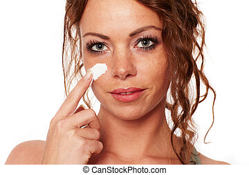 Woman with natural skin carries a face cream