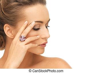 mulher, com, roxo, coquetel, anel,