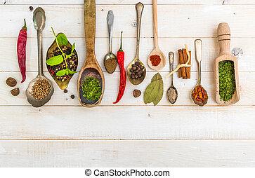 cucharas, hierbas, especias