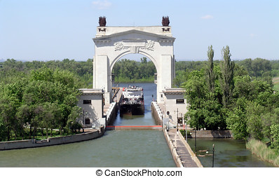 The first sluice of the channel Volga-Don Lenin\'s name. -...