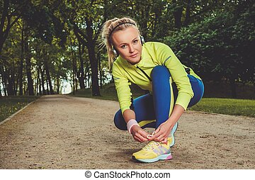 Sporty smiling woman in a park