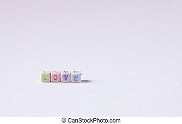 LOVE - Cuentas formando la palabra LOVE