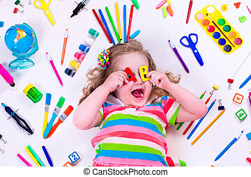 Littel girl with school supplies - Child with draw and paint...