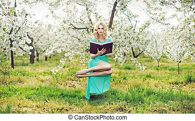 magia, mujer, tenencia, Un, libro, y, Levitar,