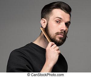 jovem, homem, pente, seu, barba, e, moustache, ,