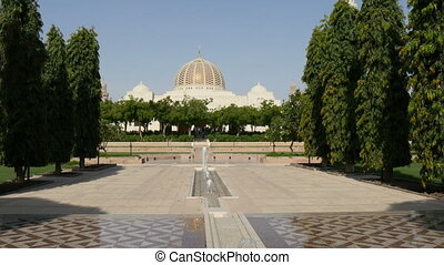 Sultan Quaboos mosque at Muscat, Om - Grand Sultan Quaboos...
