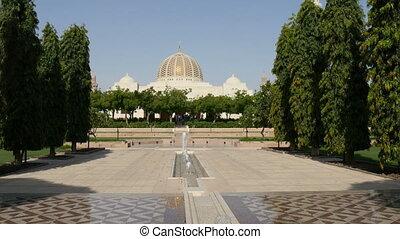 Sultan Quaboos mosque at Muscat, Om - Grand Sultan Quaboos...