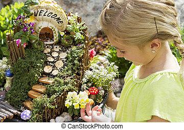 niño, Mirar, en, hada, jardín, en, Un, flor,...