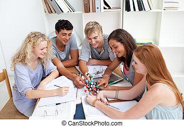 sorrindo, adolescentes, estudar, ciência, biblioteca