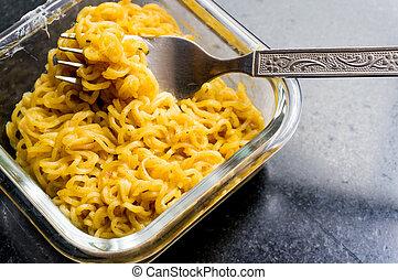 instante, noodles, em, vidro, tigela, com, garfo,