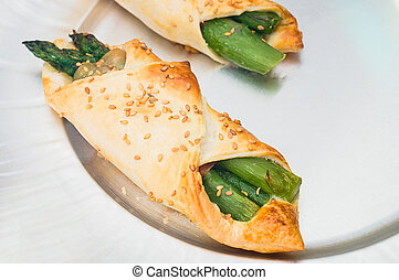 pastry filled with asparagus and prosciutto