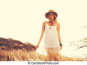 feliz, joven, mujer, Aire libre, en, Susne,