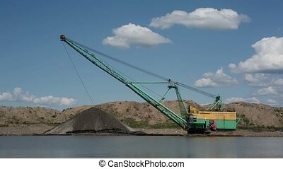 Gravel extraction - Career dredge on extraction of gravel