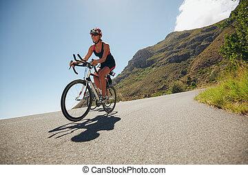 Competir, triatlón, mujer, ciclismo, pierna