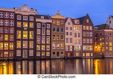 canal, casas, ligado, Damrak, em, Amsterdão,