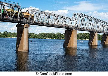 Puente, dnieper, kyiv, tren, carga, ferrocarril, a través de...