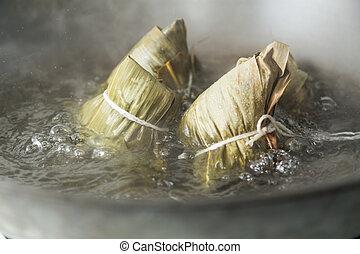 Zongzi in a wok