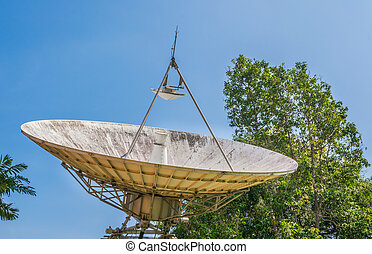 large sattelite dish - image of large sattelite dish and...