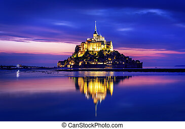 Mont Saint-Michel - Le Mont-Saint-Michel in the twilight