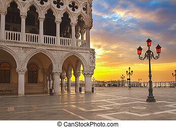 Doge palace, Venice, Italy - famouse Doge palace at sunrise,...