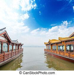 Traditional ship at the Xihu (West lake), Hangzhou, China