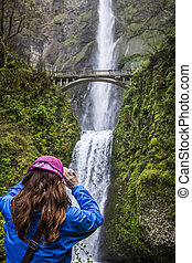 Multnomah Falls in Oregon - photographing Scenic Multnomah...