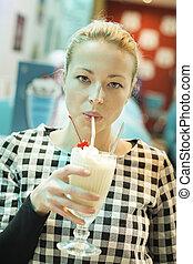diner, bebendo, mulher, leite, abanar
