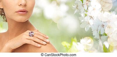 fim, cima, de, mulher, com, coquetel, anel, ligado,...