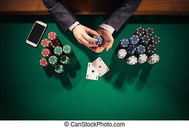 póker, jugador, con, smartphone,