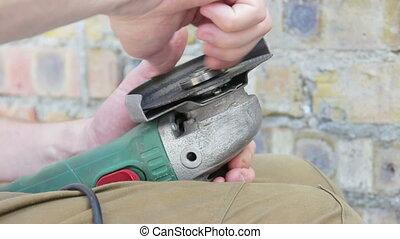 adjusting grinding wheel