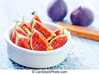 fresh figs in bowl and on a table