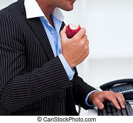 homem negócios,  close-up, fruta, comer