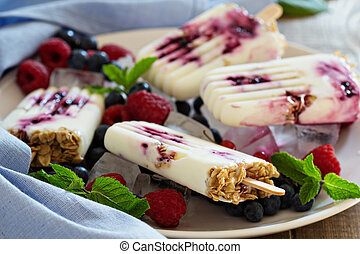 Frozen yogurt popsicles with oats and jam - Frozen yogurt...