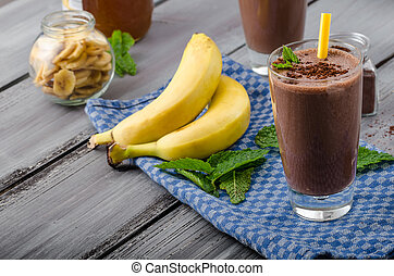 Chocolate-banana smoothie, 70 % cocoa, all natural...