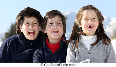 retrato, sonriente, caucásico, hermanos, tres