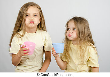 Two sisters rinse your mouth after brushing your teeth - Two...