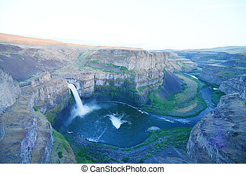 palouse falls in eastern washington in late afternoon