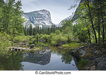 Yosemite National Park - Yosemite Mirror Lake on Tenaya...