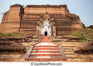 Ruined Mingun pagoda in Mandalay, Myanmar - Ruined Mingun...