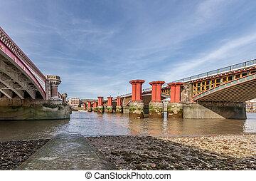 Thames river bridge - river bridgeThames river bridgeLondon...