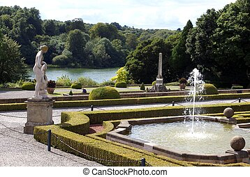 Blenheim Palace garden in England - Blenheim Palace garden...