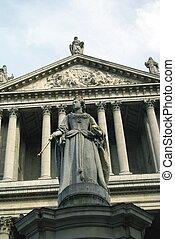 Queen Anne's statue in London, UK