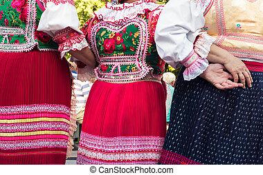 hembra, trajes,  folklore, anónimo, 3º edad, amigos