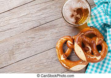 cerveza, jarra, y, Pretzel,