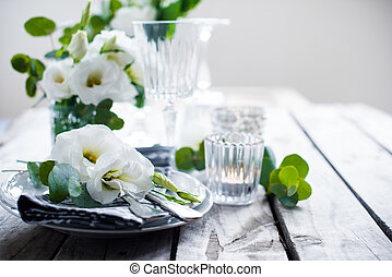 summer wedding table decoration - Table setting with white...